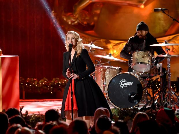 Kellie Pickler performs at the 2018 Rockefeller Center Christmas Tree Lighting Ceremony