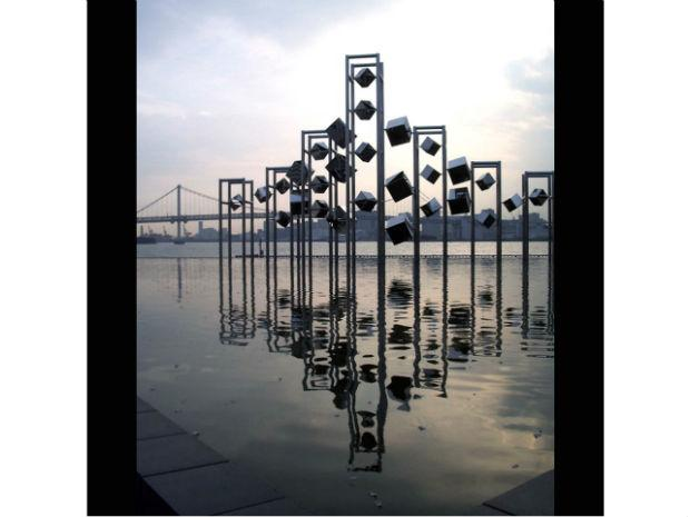 A photo of one of Ihara's sculptures at the Harumi Pier in Tokyo, Japan in 1991.